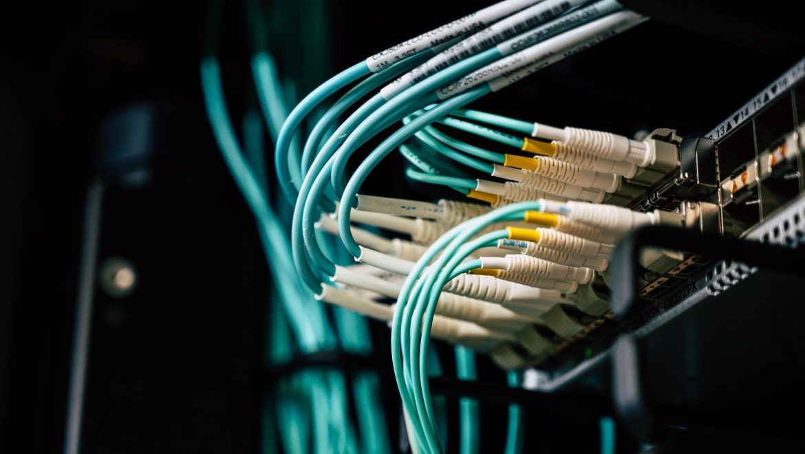The Advantages & Disadvantages Of Wireless Broadband Connection